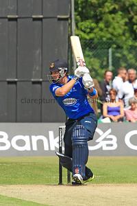 13C09025_C Nash batting