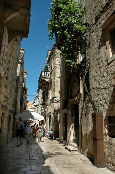 050-Dubrovnik-narrow street-DSC_4206