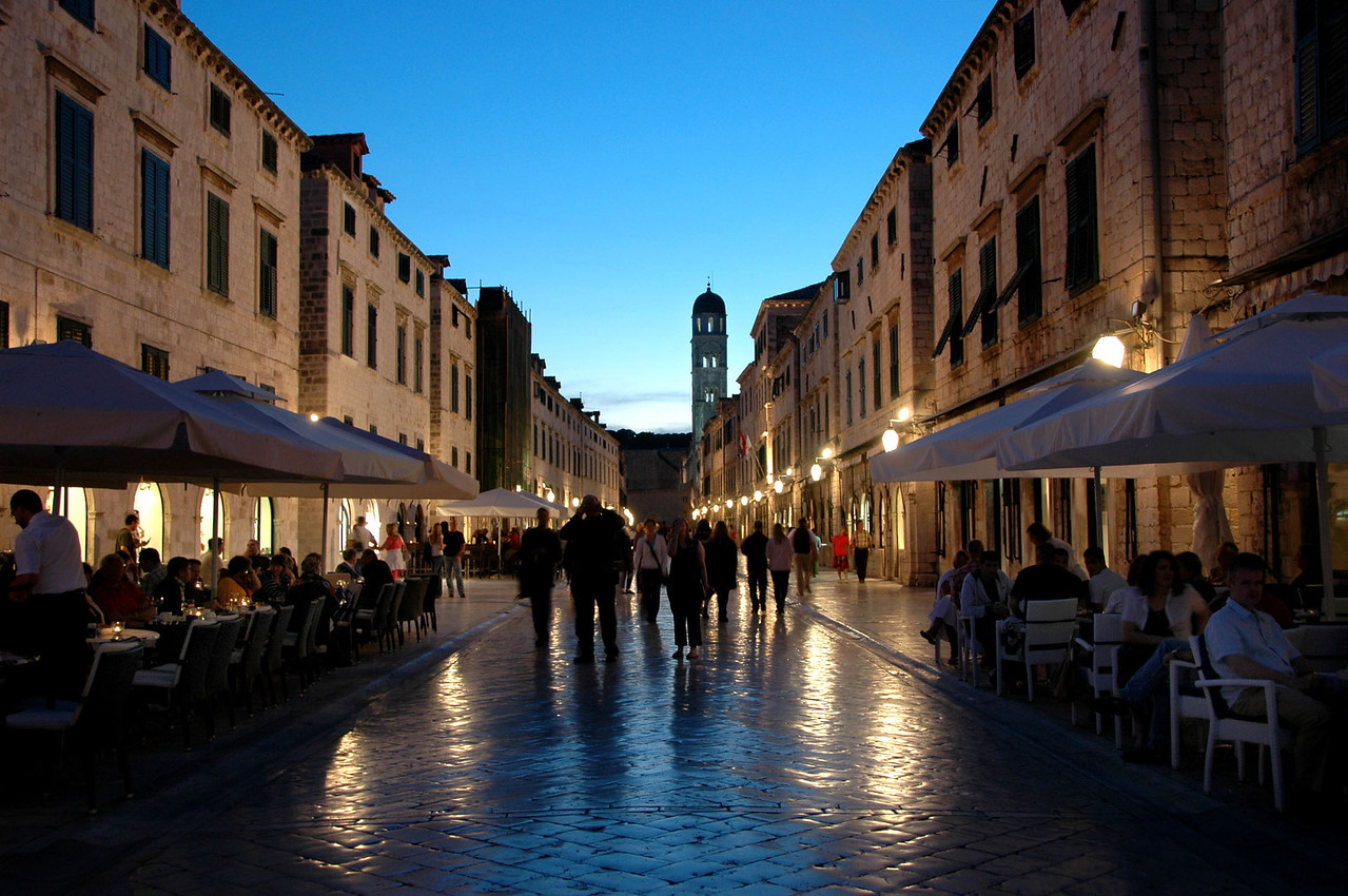 060-Dubrovnik-street-twilight-DSC_4345