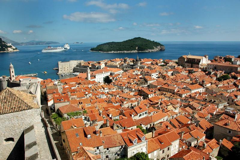 Dubrovnik-rooftops-cruise shipsDSC_4315