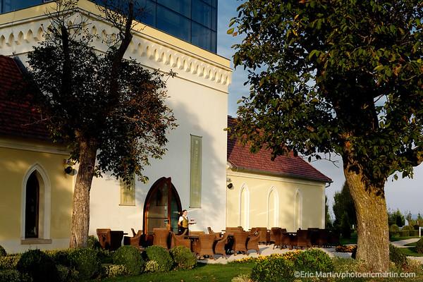 CROATIE. SLAVONIE.  Bar restaurant de la propriété viticole Principovac à Ilok