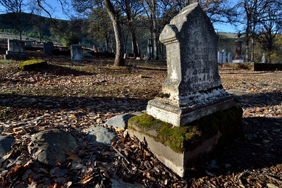 The light was great!  Beautiful old tombstone.