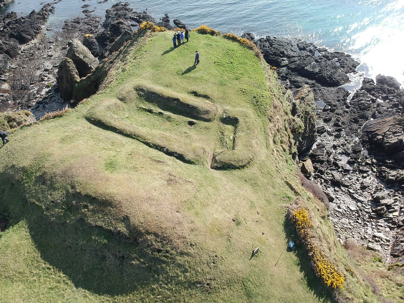 Cronk ny Merriu – Viking house and promontory fort 01