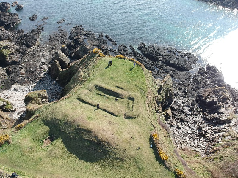 Cronk ny Merriu – Viking house and promontory fort 03