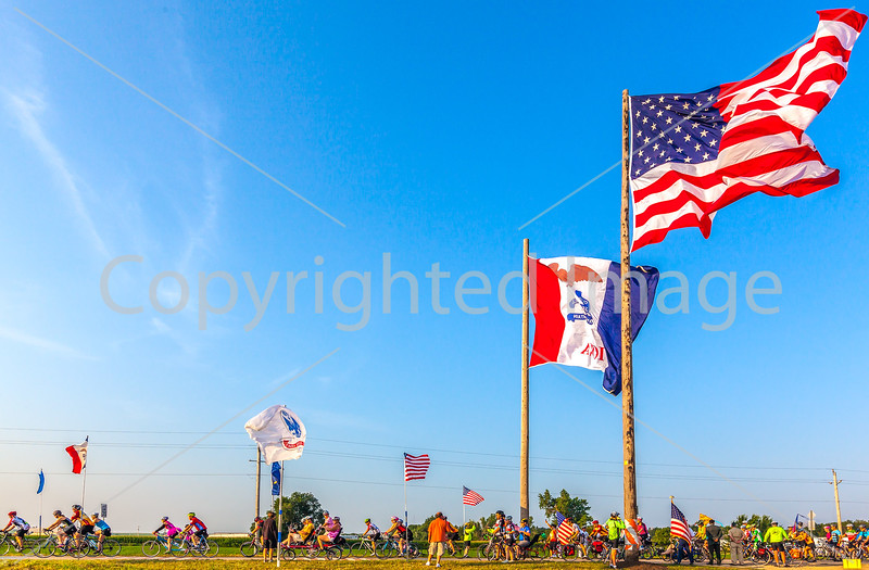 Ragbrai 2014 - Leaving Rock Valley, Iowa, in early morning - D1-C2-0632 - 72 ppi