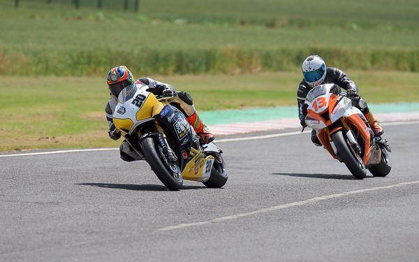 Dan Cooper - Dan Cooper Castle Combe Powebike Race 6 & 16 (Honda Fireblade - Space Centre Racing