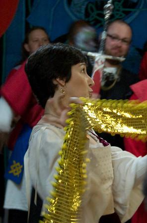 Mistress Elidh shows off Dredda's new belt