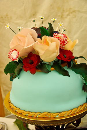 Beautiful cake made by Sarah dela Petra  (these flowers are actually made of sugar