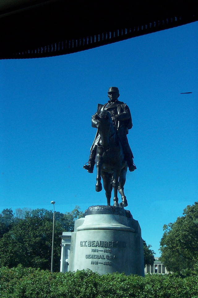 The bus tour took us through several different parts of the city, including the Garden District (which has some beautiful old homes), along the shore of Lake Pontchartrain, and through the huge, aptly-named City Park.  Near the park, we passed this statue of Beauregard, the famous Confederate general.  Unfortunately, I didn't get any other good shots while on the bus.<br /> [New Orleans]
