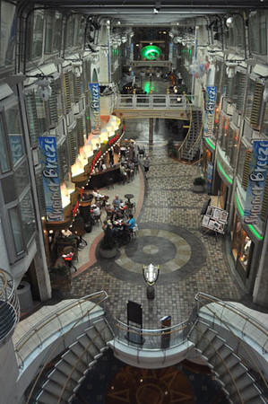 The Promenade, Mariner of the Seas (Royal Caribbean)