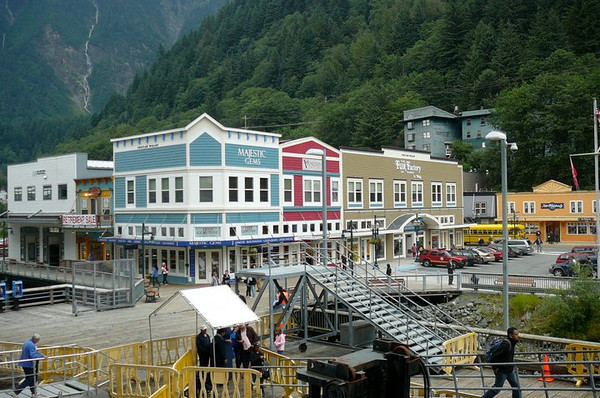 One thing is for certain, Juneau is a colourful town!! :-) Surrounded by Mountains it's definitely one of the prettiest Alaskan towns you'll ever experience!!