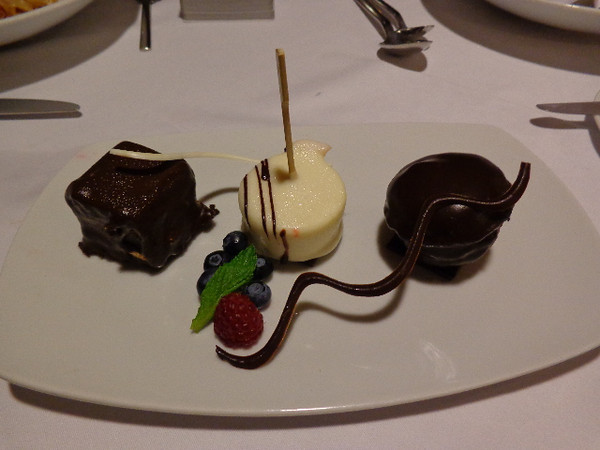 "Here's a Dessert we enjoyed in ""Discoveries"" one evening... now you see what we mean by ""Yummy"" Place! :-)"