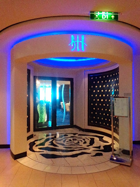 "For those of you who r either checking out staying in an ""Aqua Class"" room, or u have before, you'll have heard of ""Blu"" which is the exclusive restaurant for Aqua Class guests... now that's what you call VIP! :-)"