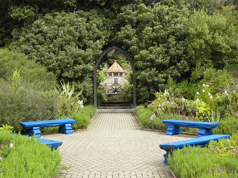 "...Tresco where the popular ""Tresco Abbey Gardens"" is."