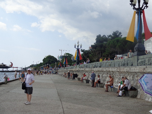 For sure a highlight in Yalta is the Seawall that features great walking, shops, restaurants, a Carnival, etc.