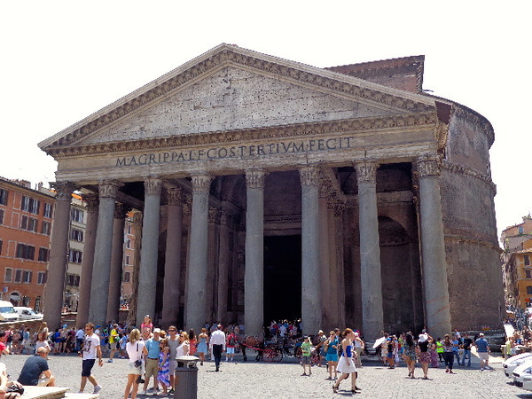 "There's Rome's famous ""Pantheon"", what an amazing structure!"