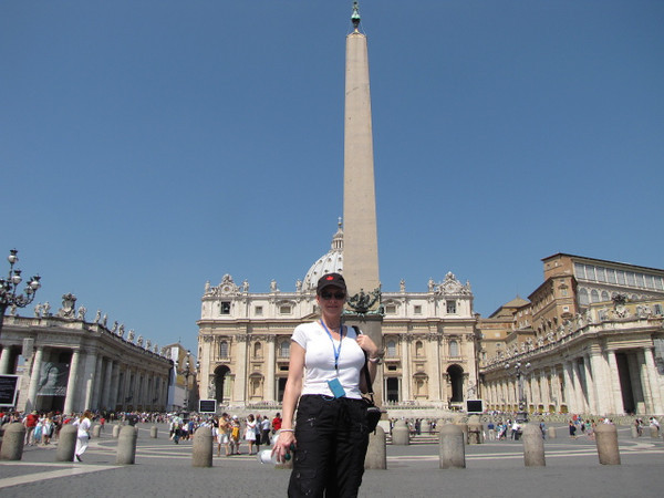 "There's Nancy in the middle of Famous ""St Peter's Square""... can you imagine, tens and tens of thousands of people can fit in there!"