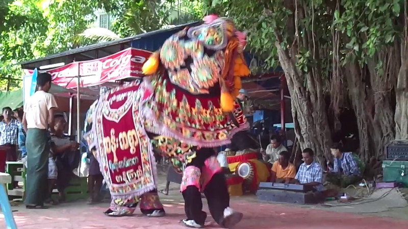 As you can see in this video, they have dancing Elephants there too! :-)