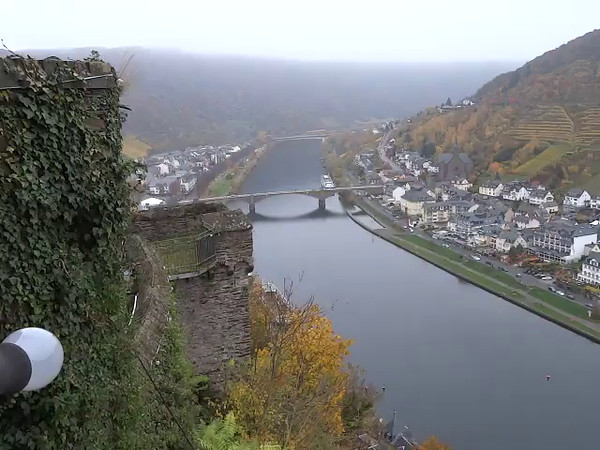 "Here's a ""Live"" look at the surroundings below ""Reichsburg Castle""."