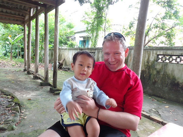 We also got to do a nice little hike around a local Village while in Halong & while there Shawn got to say hi to one of it's inhabitants... as Nancy always says, aren't Asian babies the cutest! :-)