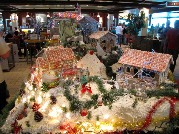 As we set sail on December 13th, since it was pretty close to Christmas, all around they had great Holiday decorations... including this amazing Gingerbread House display!