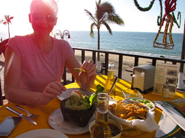 As we did in Mazatlan, we just had to stop for a little Nachos, Guacamole & Cervezas... we just had too!! :-)
