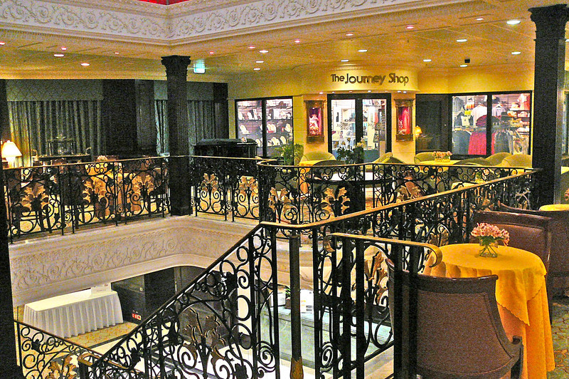Here's the main atrium/Cova Cafe/Shopping area... a great place to people watch, have a beverage, meet with friends and take in some live music.
