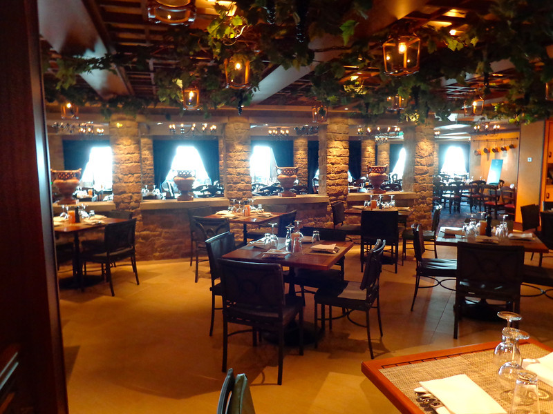 "Now back indoors, there's one of the over 25 dining venues onboard Breakaway... that's ""La Cucina"", their Italian restaurant."