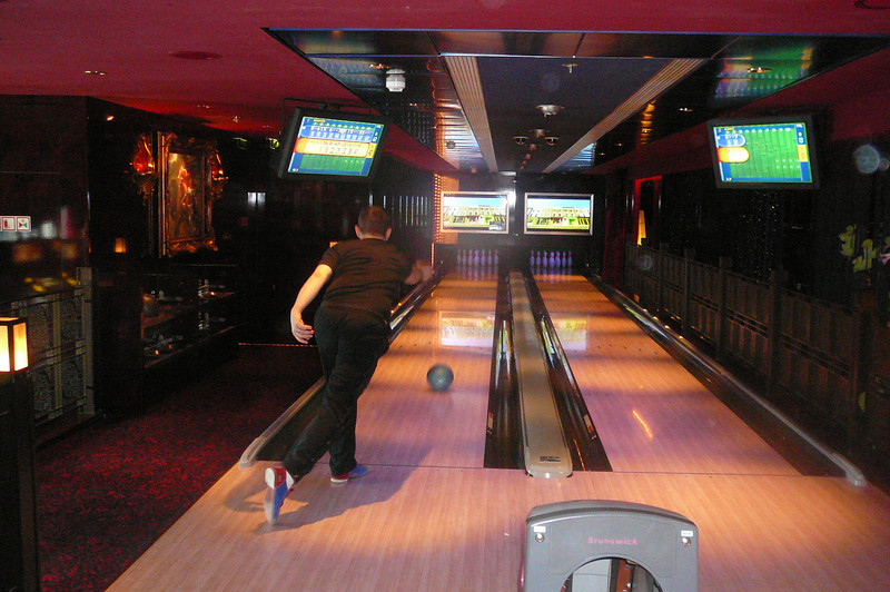 Shawn showing his excellent form... almost every ball went in the Gutter but great form though! :-)