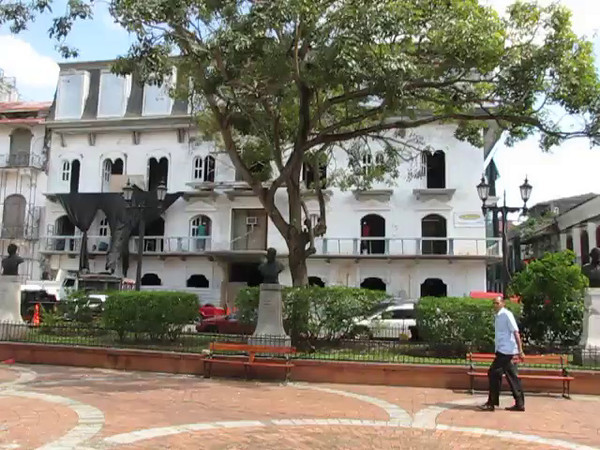 "Here's a ""Live"" glimpse around the main square in Old Panama City."