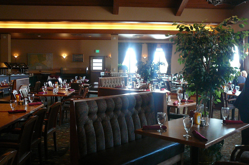 "For a more casual Dinner or Buffet Breakfast or Lunch ""Edgewater Dining Room"" is the perfect choice."
