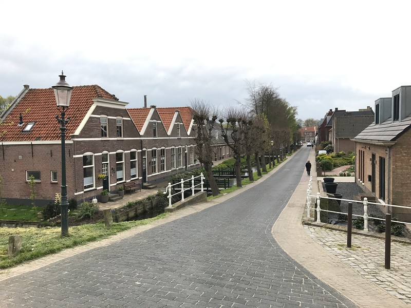 Later that day after our visit to the Windmills we visited the quaint village of Willemstad to get a chance to see how the people live in a small Dutch community… very cute place… especially the Sheep we ran into! :-)