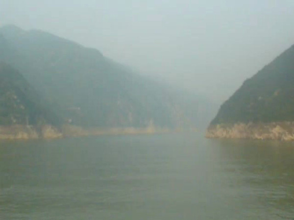 "Here's some footage of what sailing on the Mystic ""Yangtze River"" is like... talk about a peaceful setting!!"