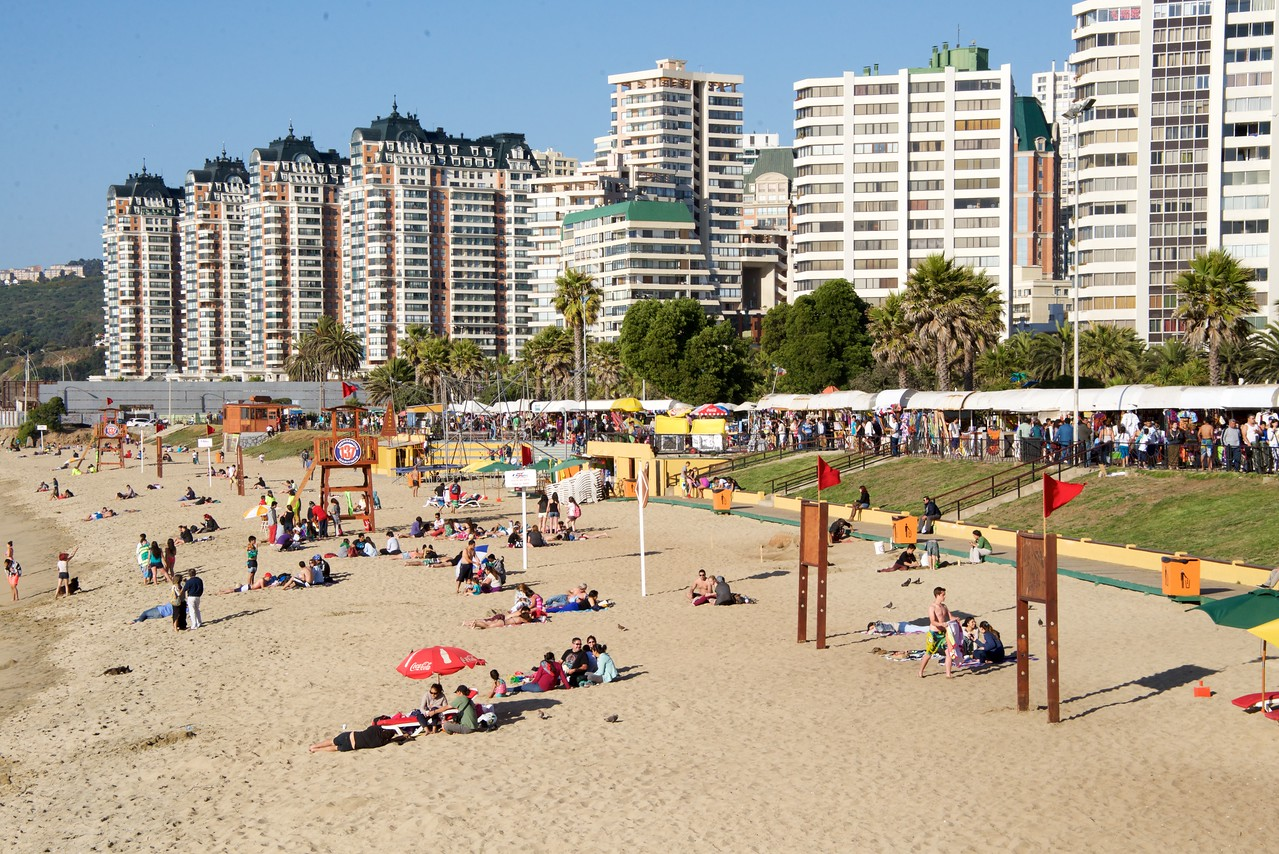 Overall Scene at Vina Del Mar Beach on a Friday Late Afternoon
