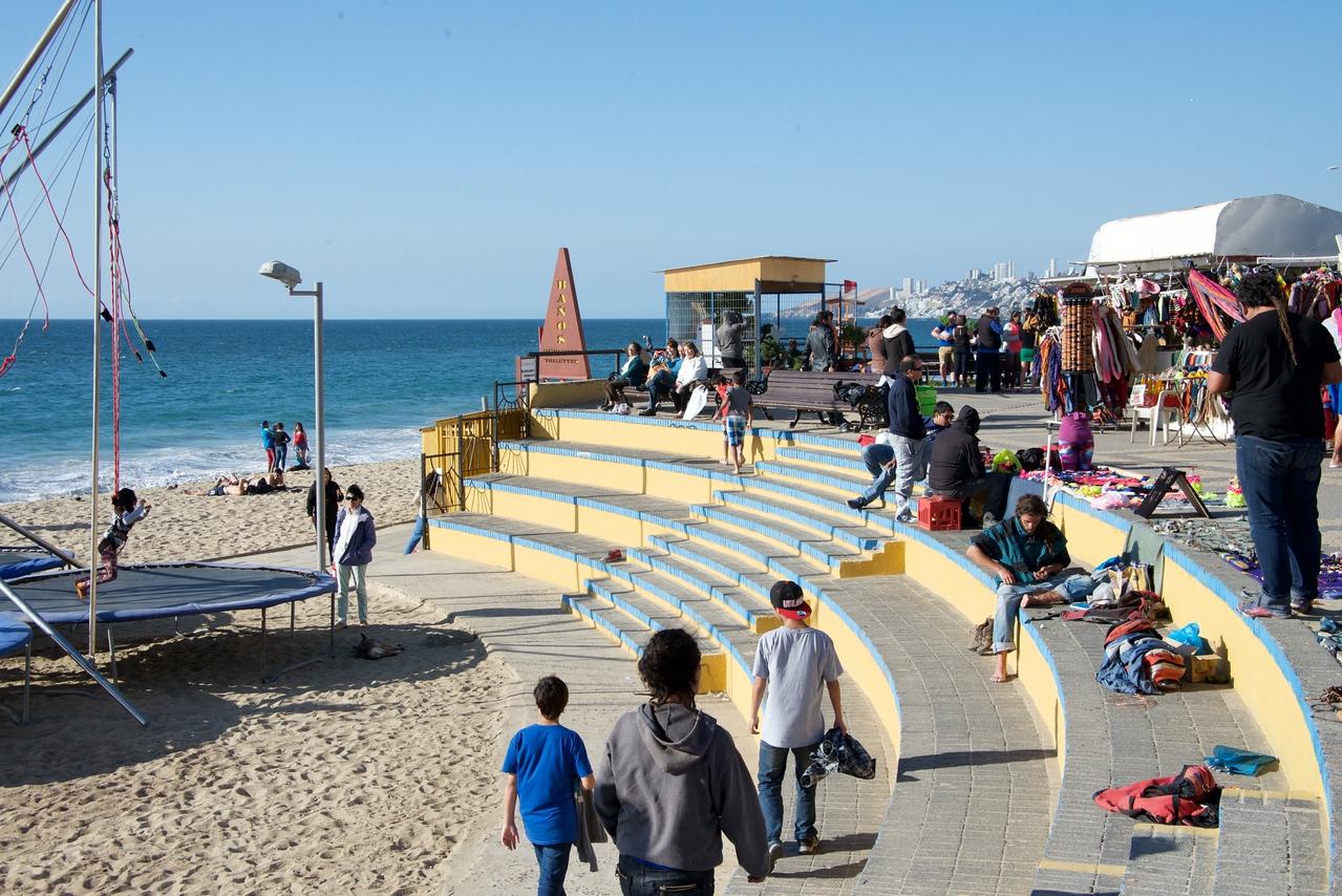 Pedestrian Arts, Crafts and Beach Activities in Vina del Mar