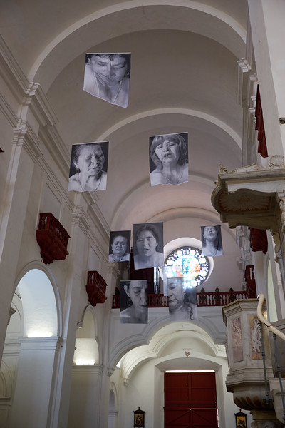 hoto exhibition commemorating women's pain and suffering.