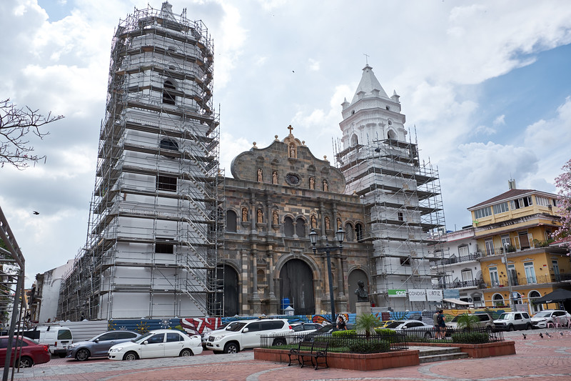 Example of buildings in Casco Viejo that have been restored and those waiting to be restored.