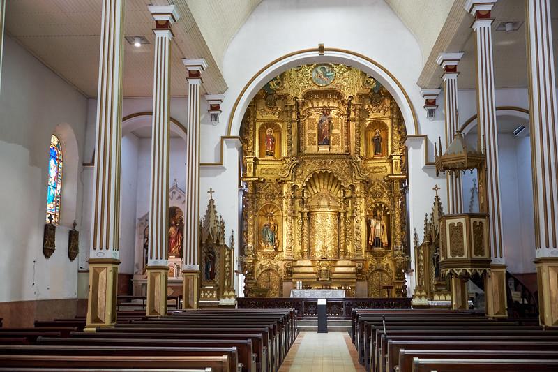 Golden altar of the Church of San Jose in Casco Viejo.
