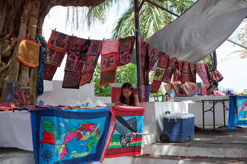 Mochilas vendor along the sea walk in Casco Viejo.