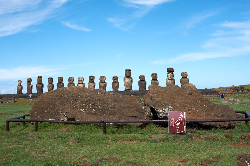 Unfinished lying Moai (know not fiished because he has no eyes) at the Tonariki site with the 15 Moai in the background.