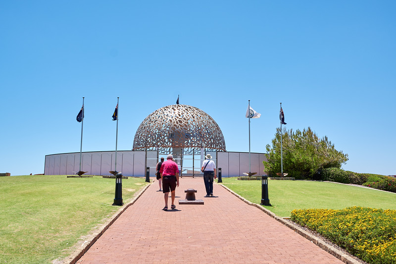 HMAS Sydney Memorial honors the 645 Australian sailors who lost their lives in WWII battle with HSK Kormoran. It is a circular plan symbolising totality, wholeness, infinity and eternity.
