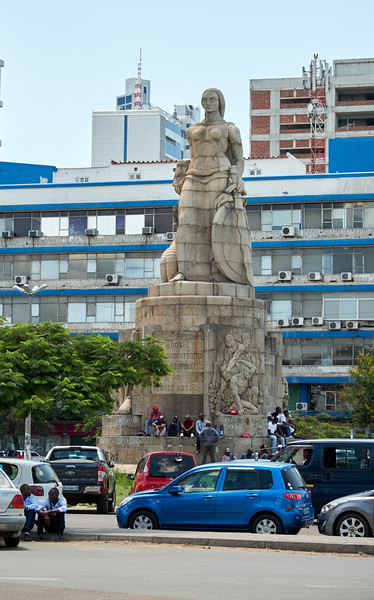 A monument in center of Worker's Square is dedicated to the Mozambican and Portuguese soldiers who fought during World War I. The woman on top of the monument is known as Lady of the Snake.
