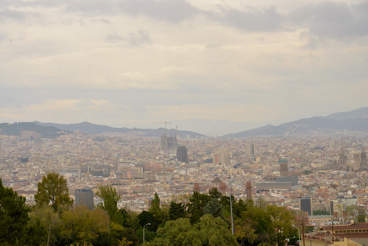 La Segrada Familia (center) from Montjuic.