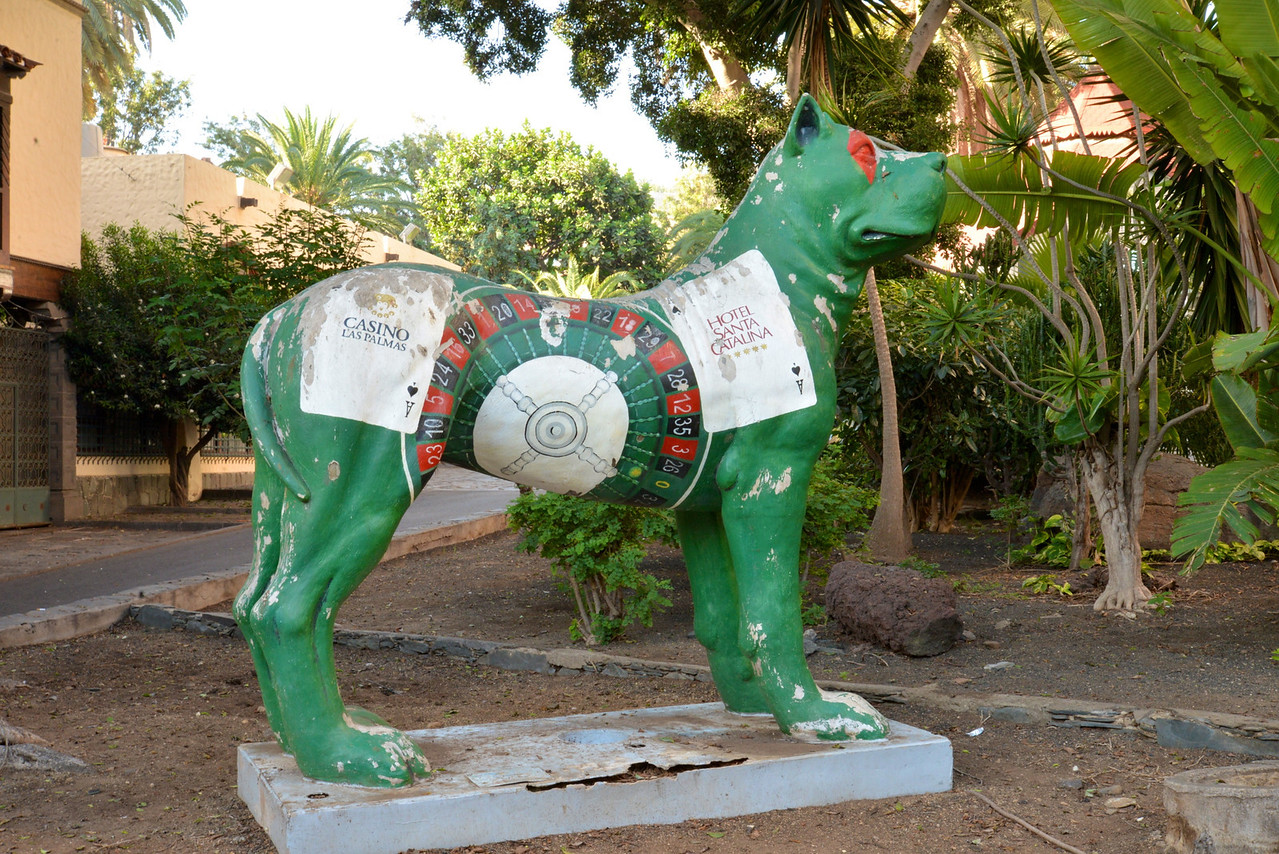 """Casino Sign On One of The """"Big Dogs"""", Canarias."""
