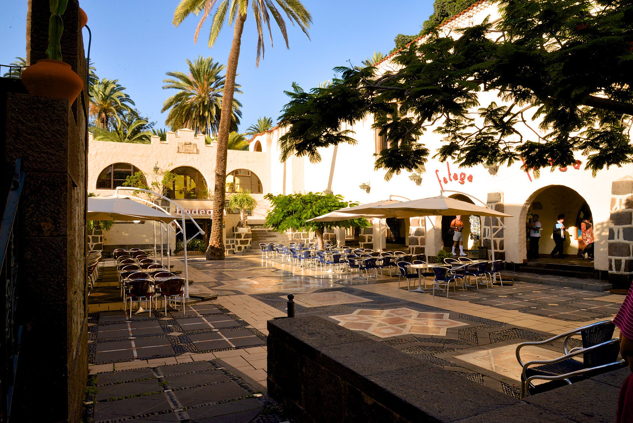 Plaza de la Palmas… Typical Spanish Music and Foods Found Here A Way of Experiencing The Local Culture.