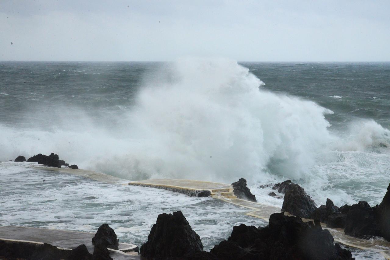 Storm in Azors Causing Atlantic Turbulance.