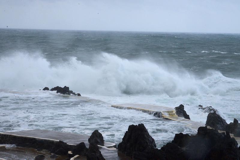 Tremendous Waves at Porto Muniz.