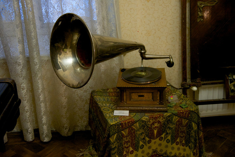 100 Year Old Phonograph That Still Works
