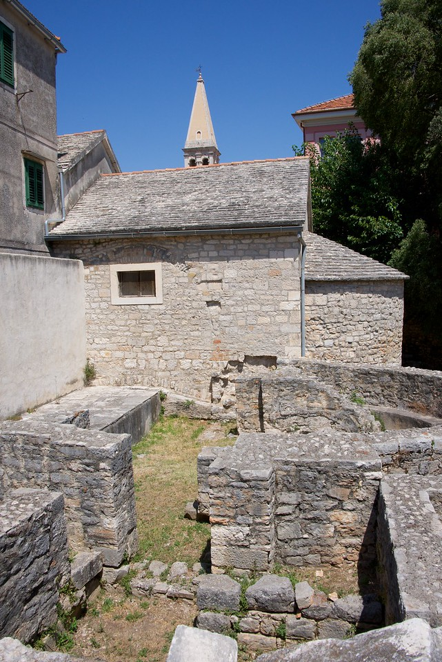 Stari Grad (Old Town) was founded in 4th century under the name of Pharos. The name was changed to Stari Grad when the Slavs took over in the early Middle Ages. This is an active archeological site.