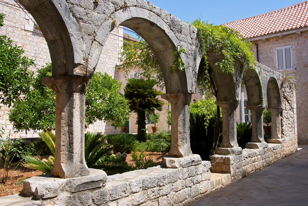 Courtyard of the Dominican Cloister.